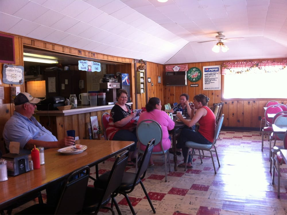 Junction Cafe: 13126 Hwy 36, Meadville, MO