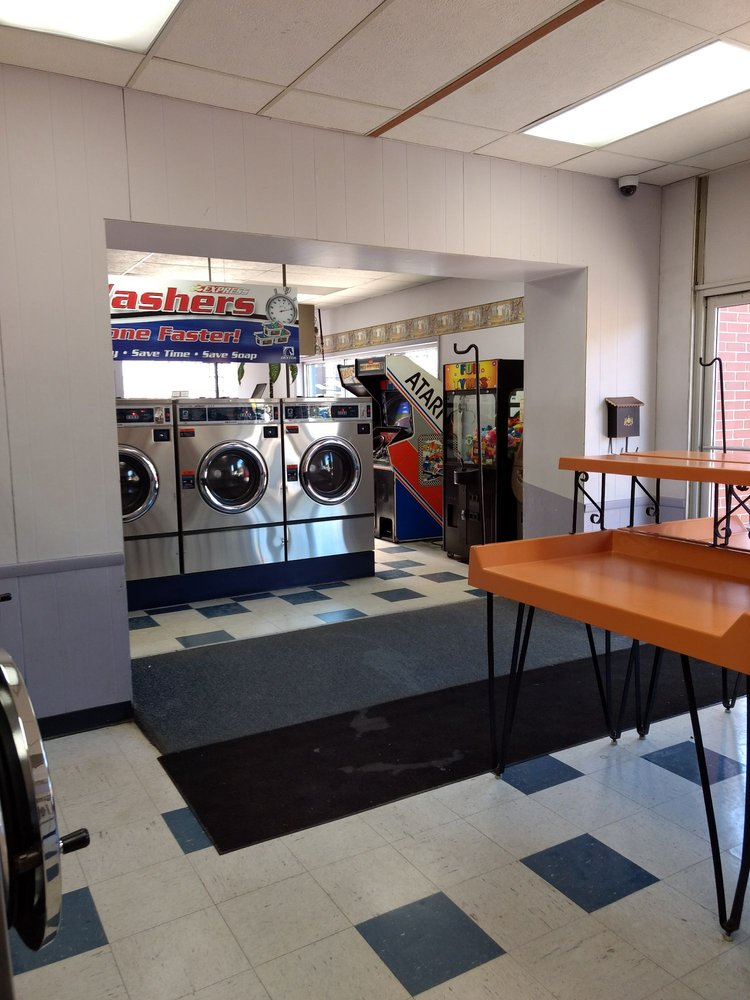 1st Quality Cleaners and Laundry: 118 E Clinton St, Goshen, IN