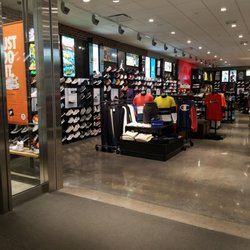48a3c6fd521 Foot Locker - 21 Reviews - Shoe Stores - 5004 E Montclair Plaza Ln ...