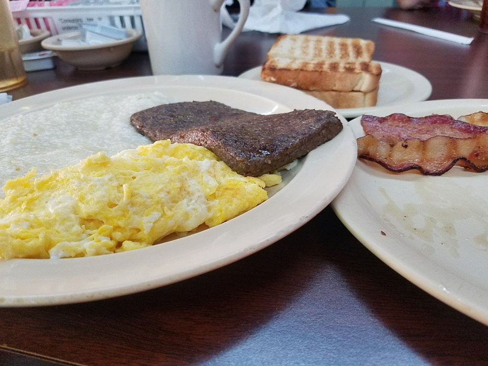 Sharon's Country Diner: 103 W Main St, Clinton, NC