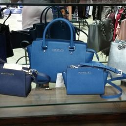 Viale Italia Outlet - 11 Photos - Shoe Stores - Viale Italia 62 ...