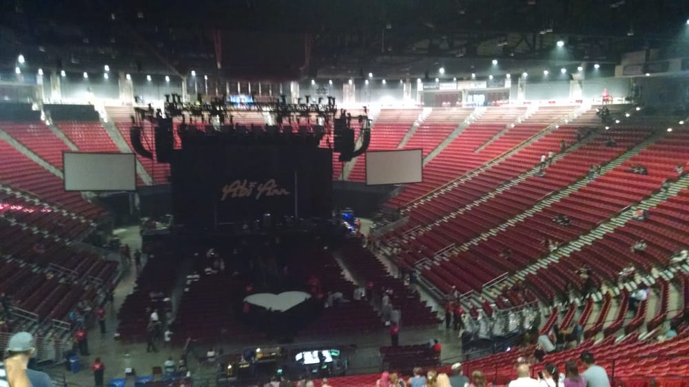 Arena Before Kelly Clarkson Concert Yelp