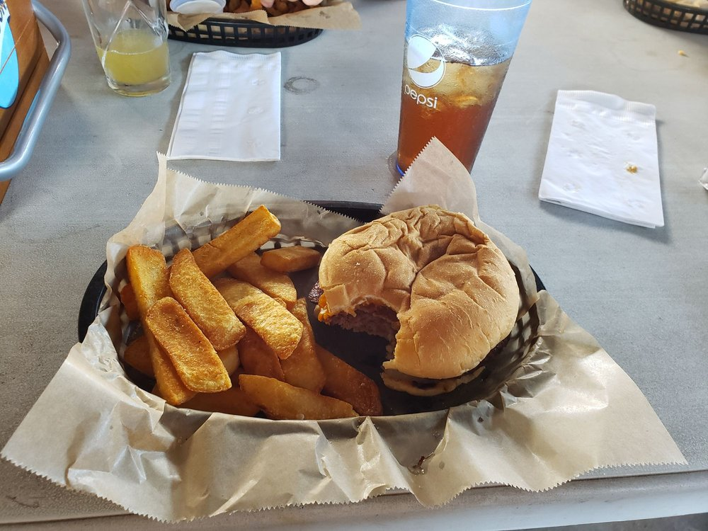 Miscues Sports Bar & Grille: 316 S Elm Ave, Hastings, NE