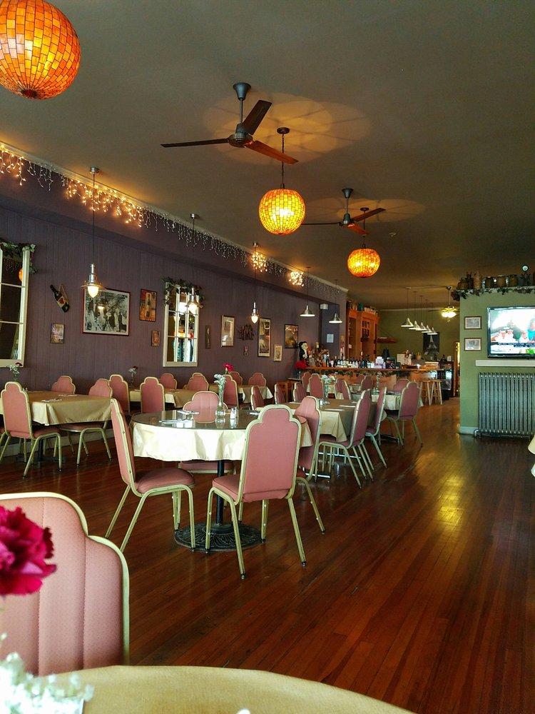Gino's Restaurant And Pizzeria: 49 Church St, Canajoharie, NY