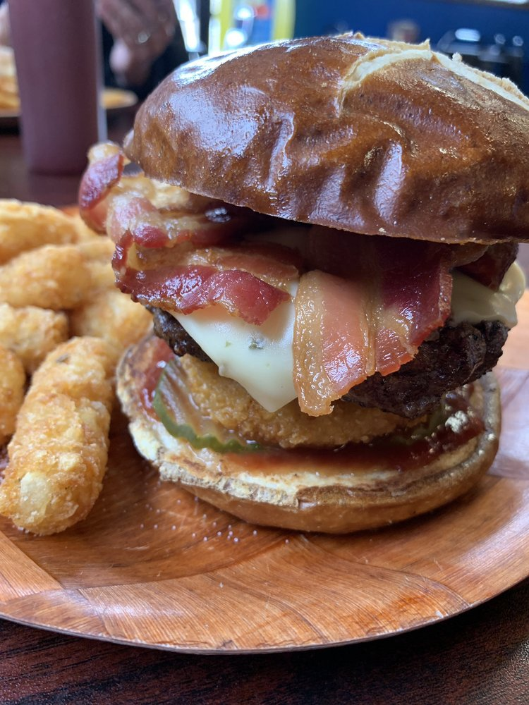 Big Splash Burgers: 201 S Pioneer Rd, Elk City, OK