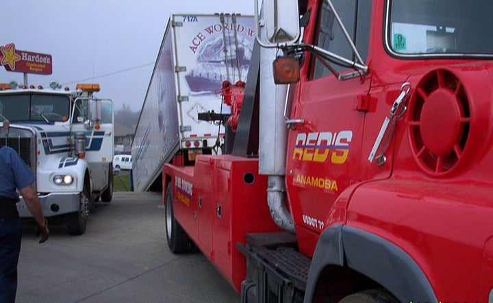 Reds Towing & Automotive Repair: 404 Chamber Dr, Anamosa, IA