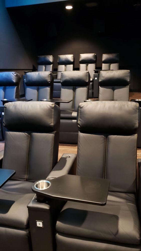 Sperry's Moviehouse: 86 W 8th St, Holland, MI