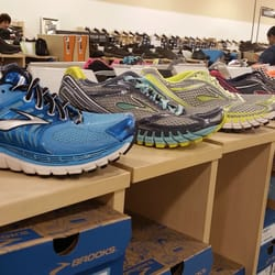 Photo Of Dsw Designer Shoe Warehouse Schaumburg Il United States Brooks
