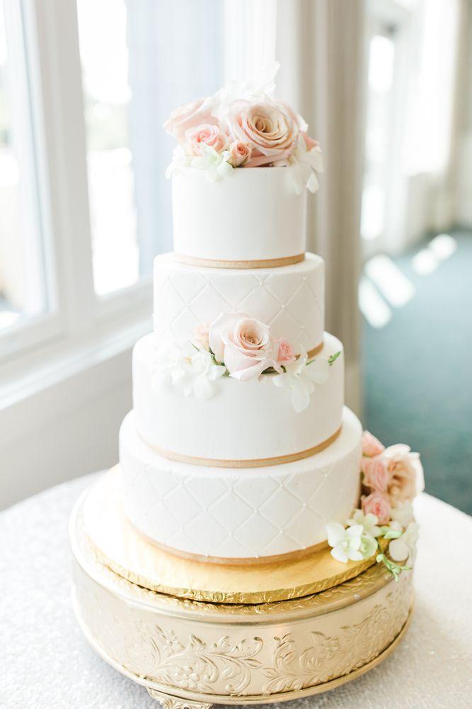Dee's Specialty Cakes: 5606 Alpine Rdg, Stevensville, MI
