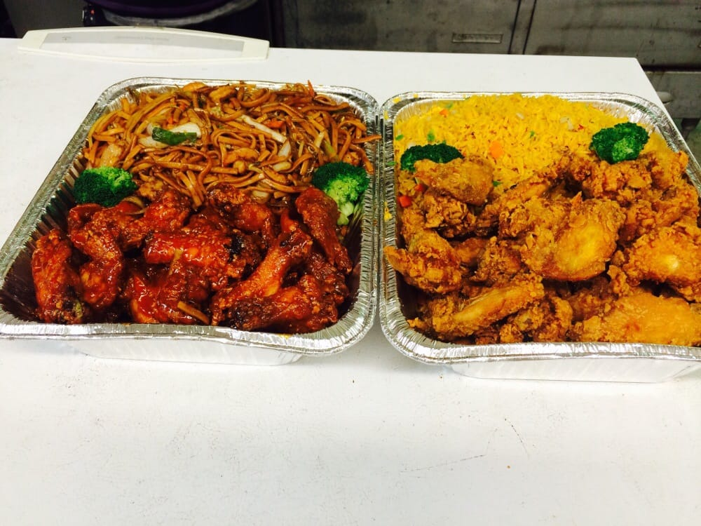 Big plate for party group~chicken wings w. Fried rice and ...