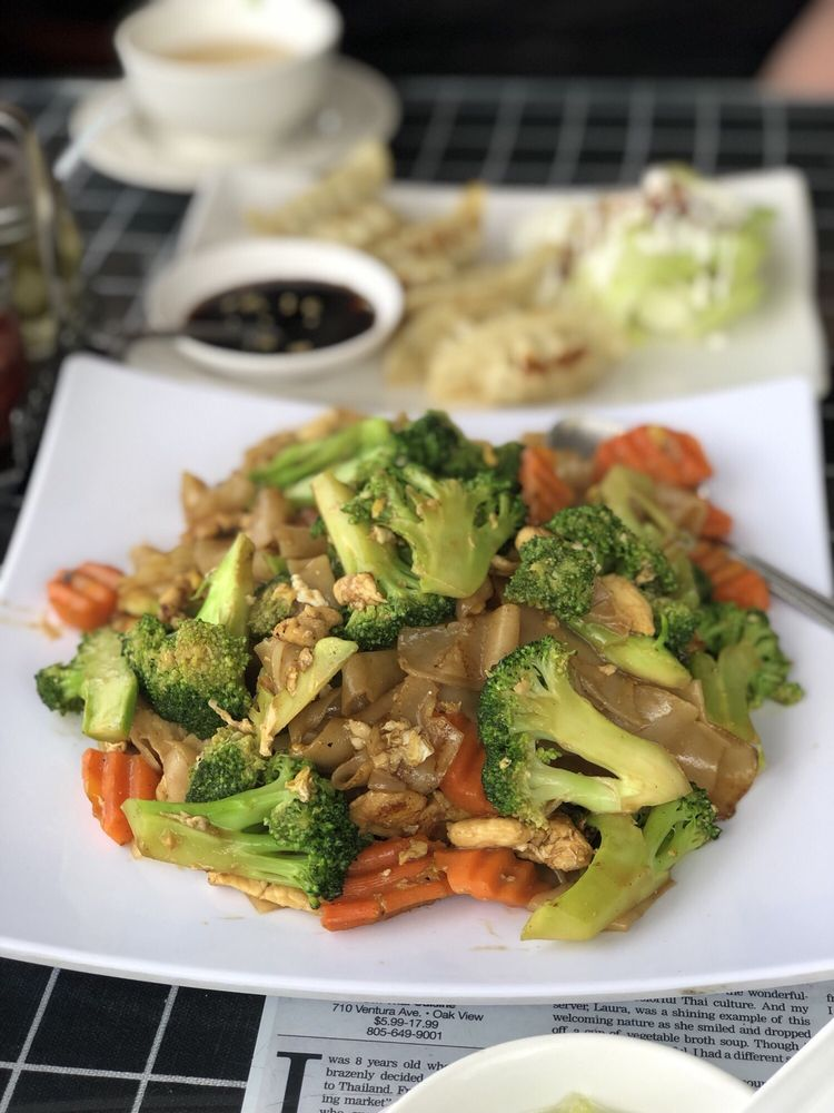 Om Thai Cuisine: 710 Ventura Blvd, Oak View, CA