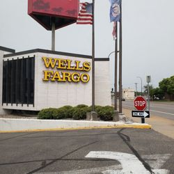 Wells Fargo Bank - Banks & Credit Unions - 615 N 7th St
