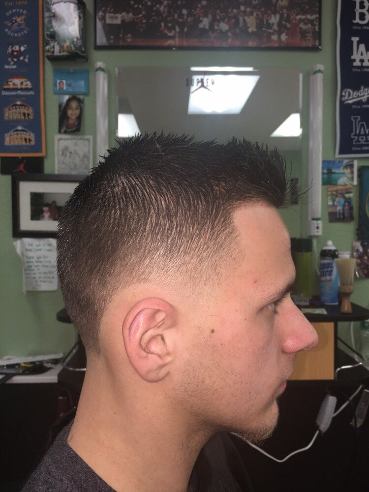 Supreme Barbershop 24 Photos 10 Reviews Barbers 2313 N