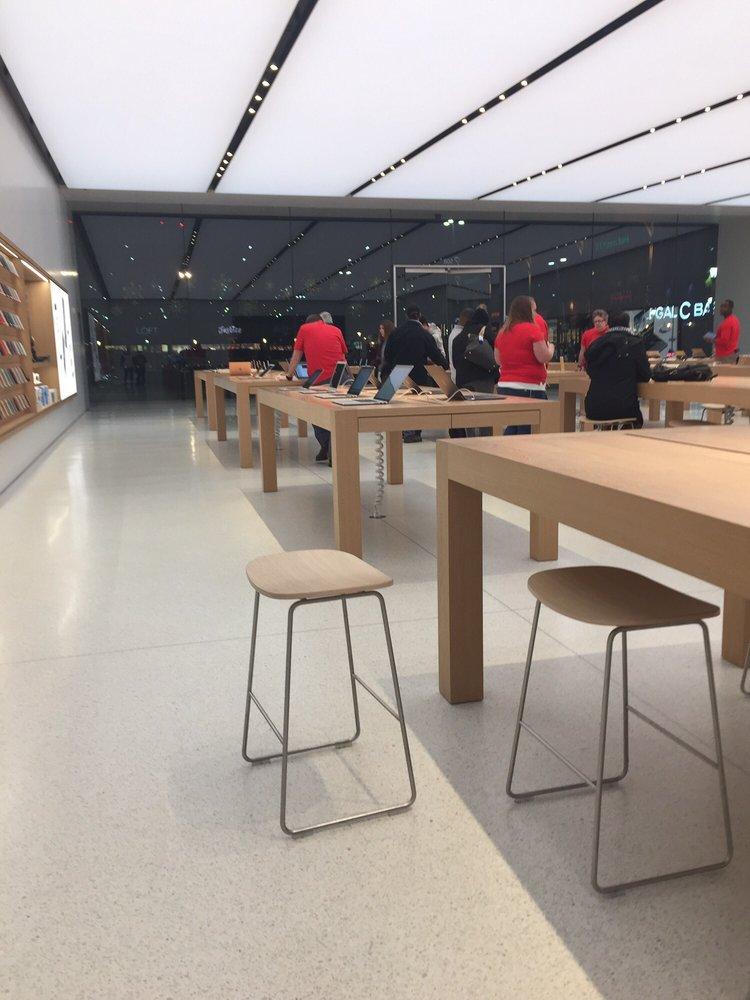 Apple store dedham