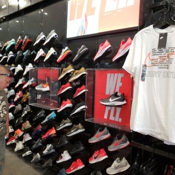Foot Locker - 12 Reviews - Shoe Stores - 91-5431 Kapolei Pkwy ... 53d588136