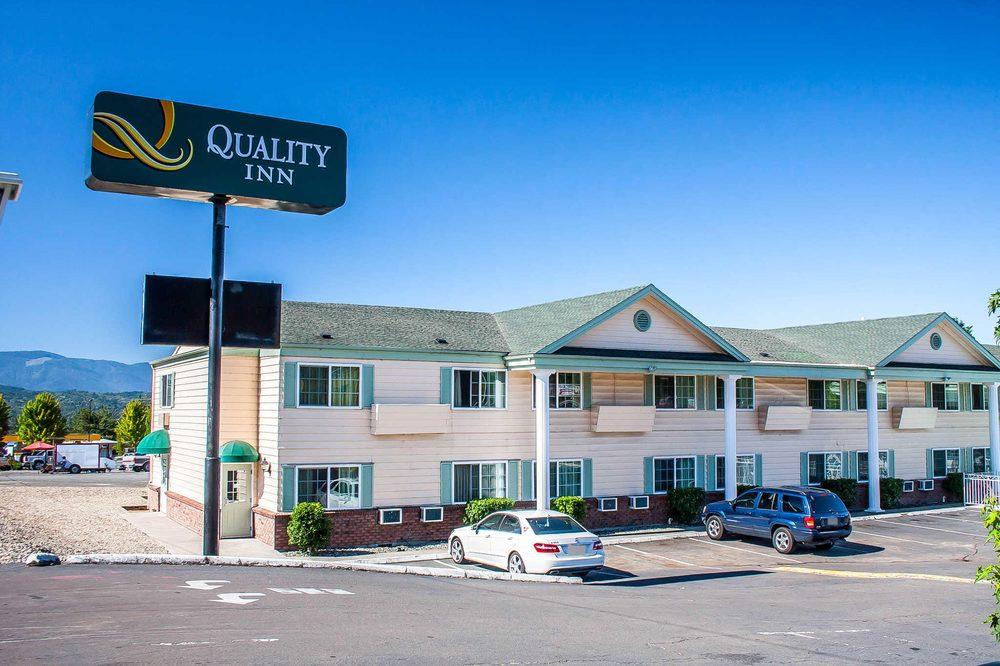 Quality Inn: 1889 NE 6th St, Grants Pass, OR