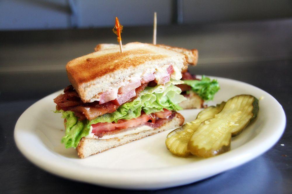 Boulder Bar & Grill: 8782 US Hwy 191, Boulder, WY
