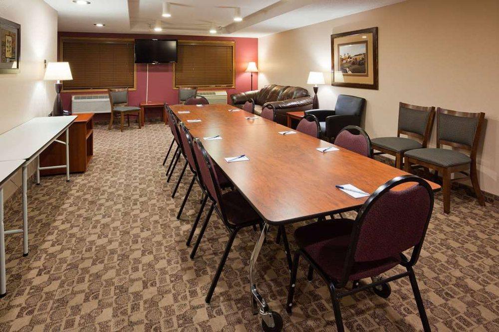 AmericInn Lodges & Suites: 1700 8th St NW, Austin, MN