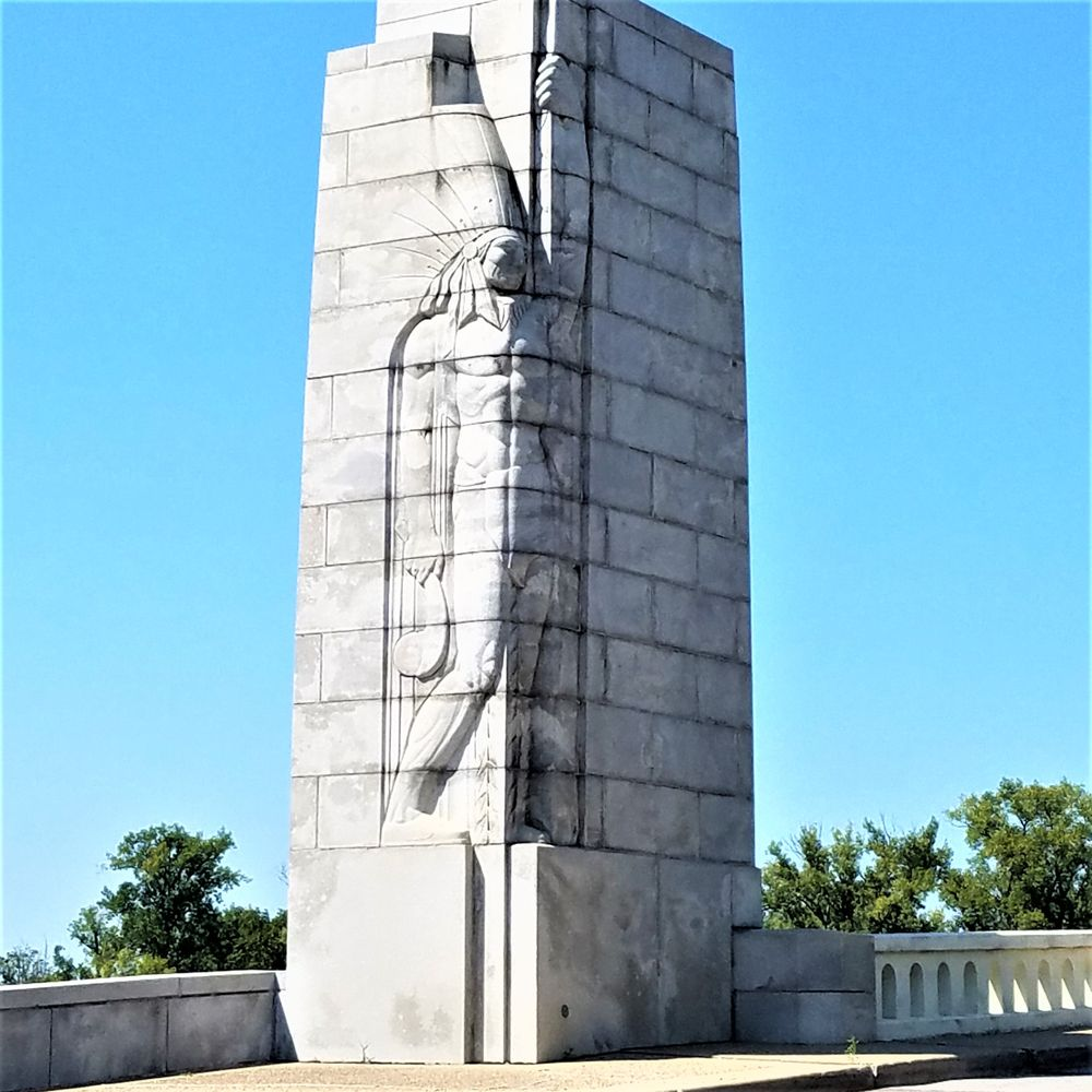 Lincoln Memorial Bridge Pylons: Vigo St, Vincennes, IN