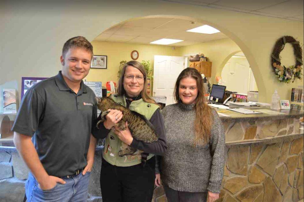 Mount Carmel Pet Hospital: 204 Main St W, Mount Carmel, TN