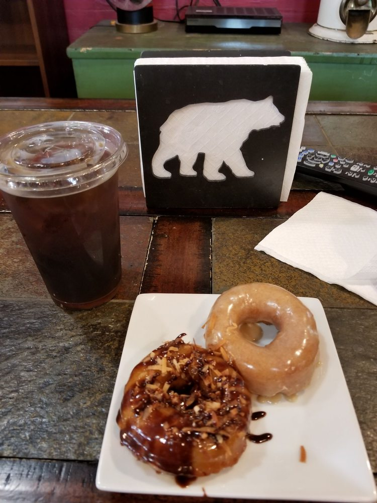 Twin Peaks Coffee & Donuts: 5950 Main St, Tannersville, NY