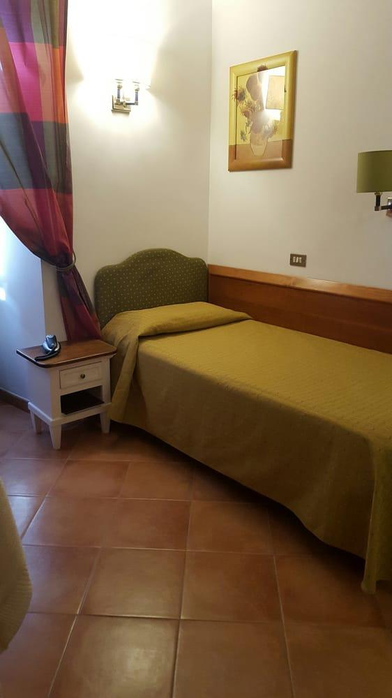 Hotel gea hotel via nazionale 243 centro storico for Numero hotel