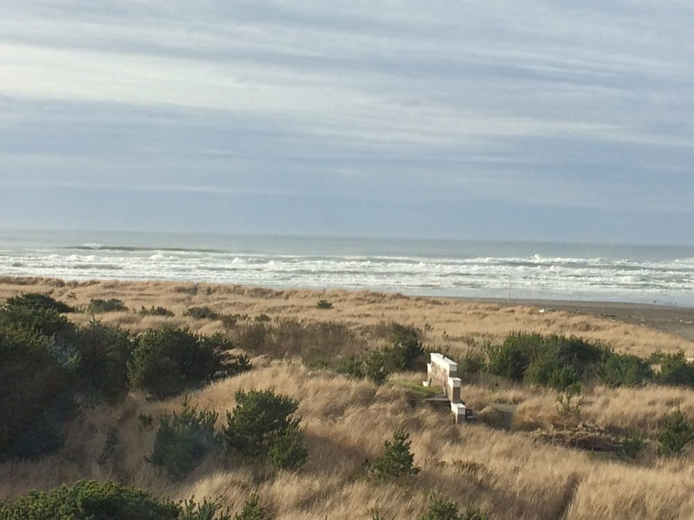 Great views of ocean waves and kite flying yelp for Pickled fish long beach wa