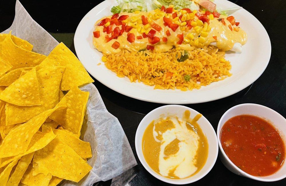 Los Pancho's Mexican Restaurant: 1940 Sandy Hook Rd, Goochland, VA