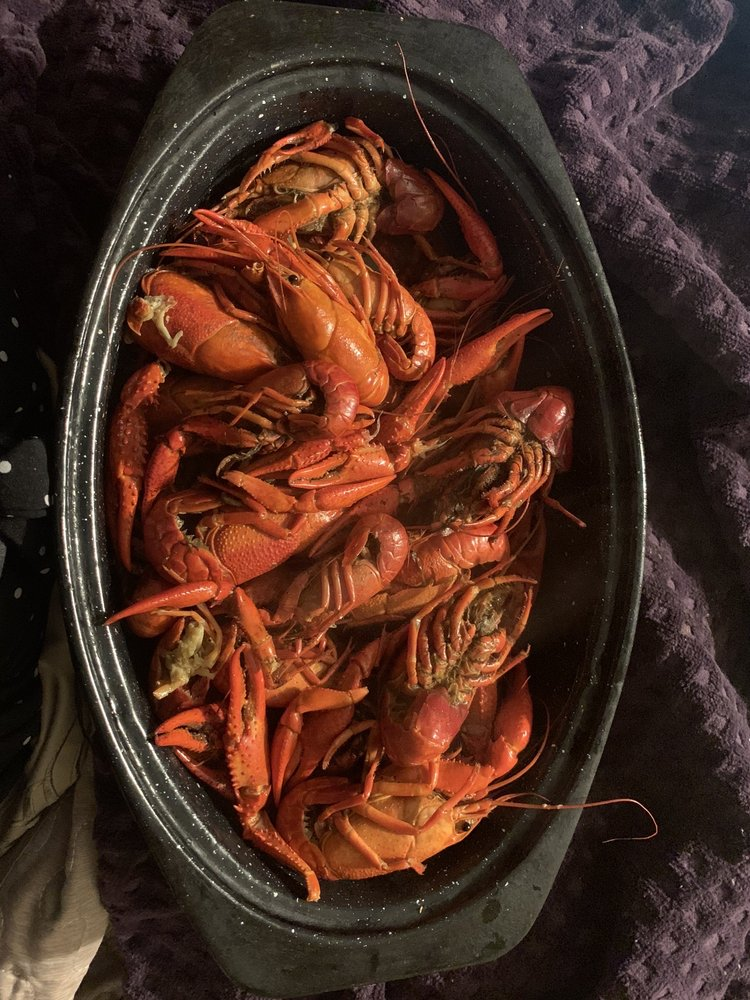 Fins Fresh Seafood & Poboys: 1305 W 6th St, Laurel, MS