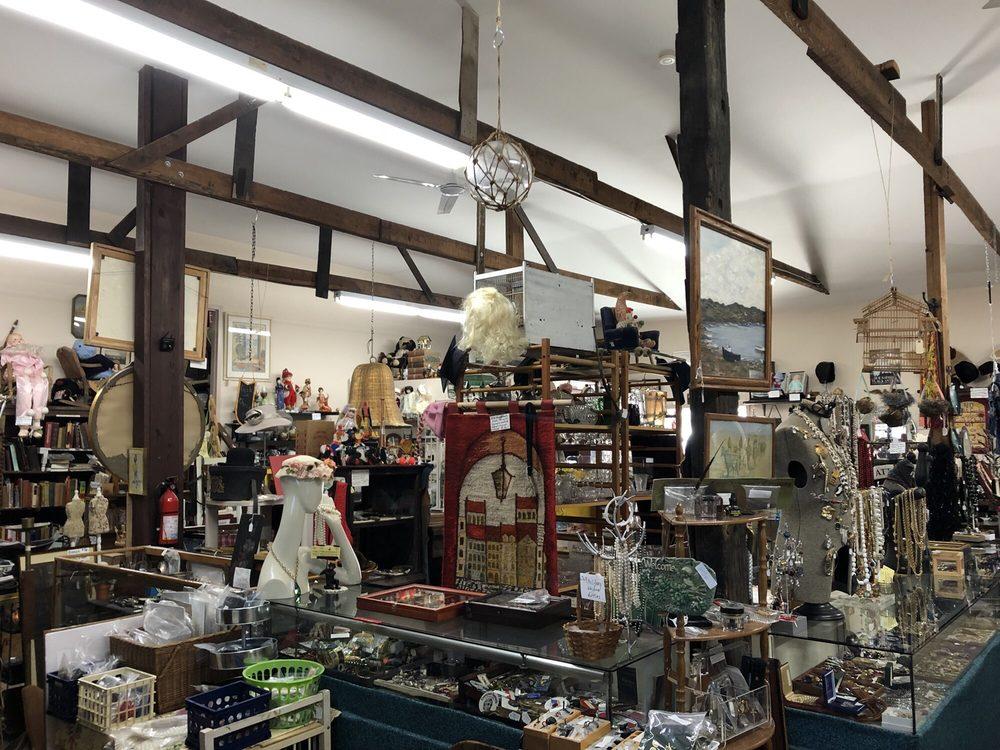 Punkins Patch Antiques Shop: 93 Elm St, East Aurora, NY