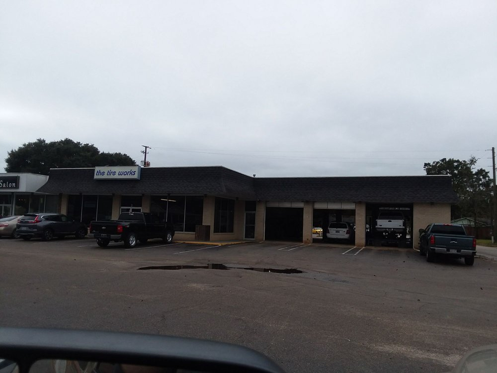 Tire Works Inc: 3 Saraland Blvd S, Saraland, AL