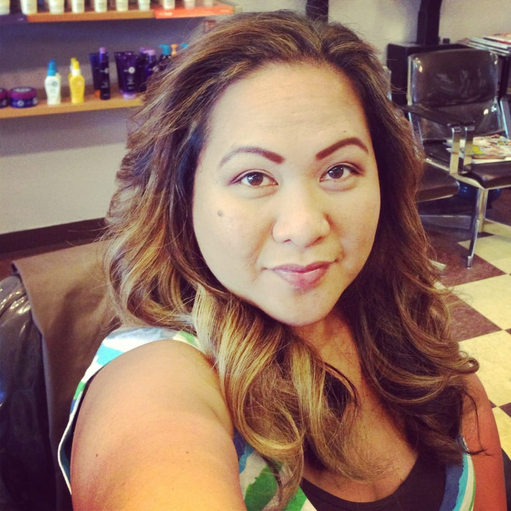 Escobar gloria ferm coiffeurs salons de coiffure for Samantha oups au salon de coiffure