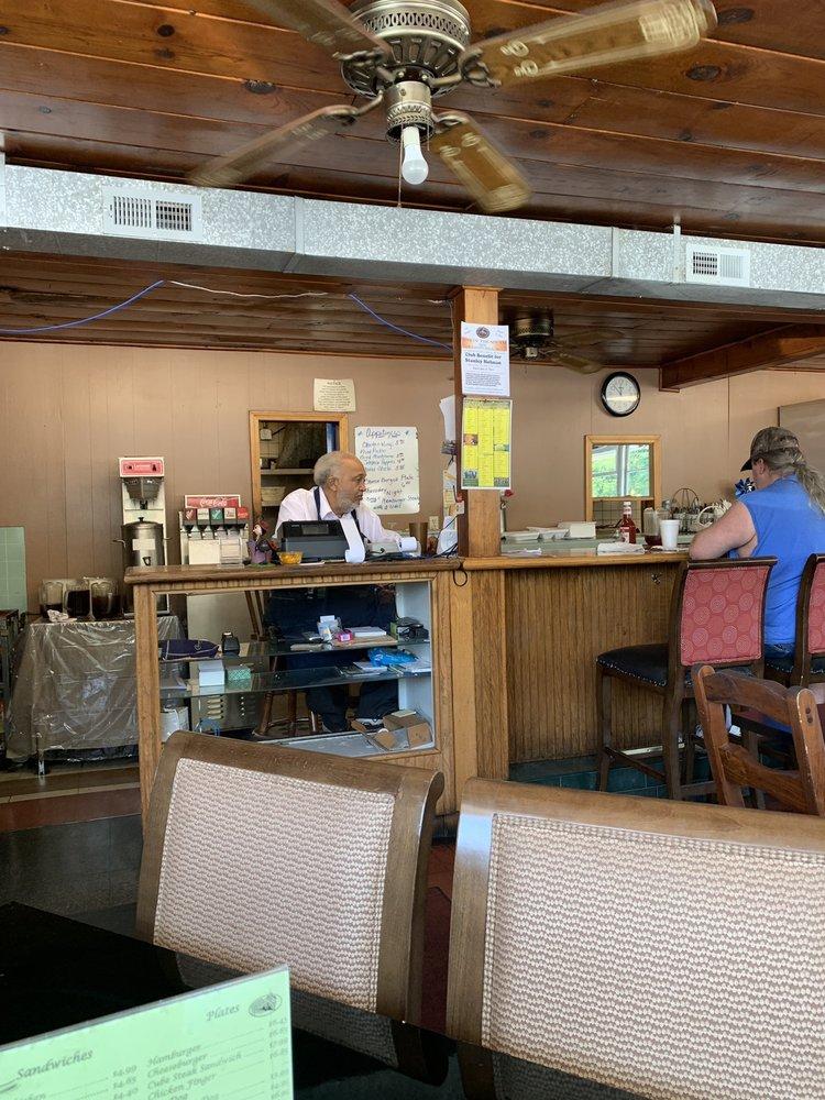 Hub Restaurant: 815 Church St, Laurens, SC