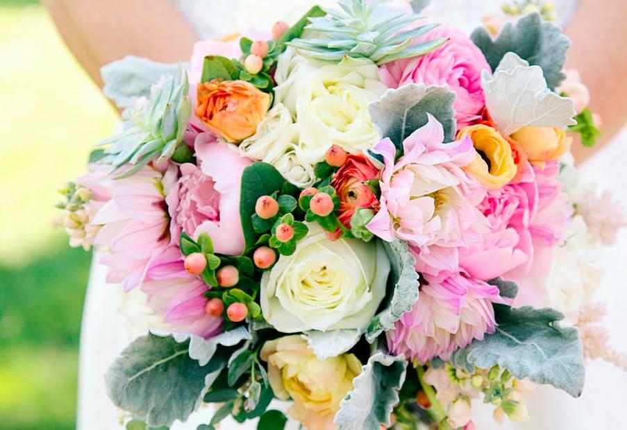 Les Bouquets: 828 Carman Woods Dr, St. Louis, MO