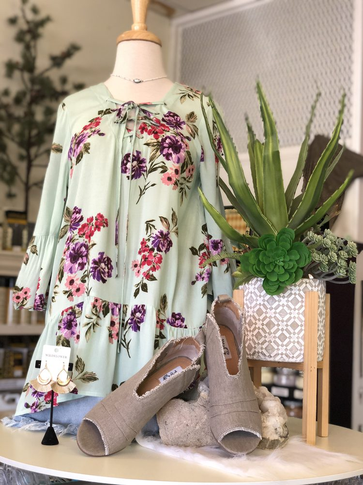 The Bling Box Boutique: 111 N Central Ave, Cameron, TX