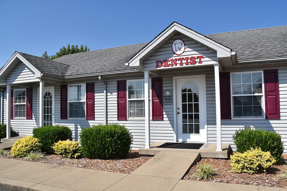Gary E Smith, DMD - Smith Family Dentistry: 1417 Market St, Charlestown, IN