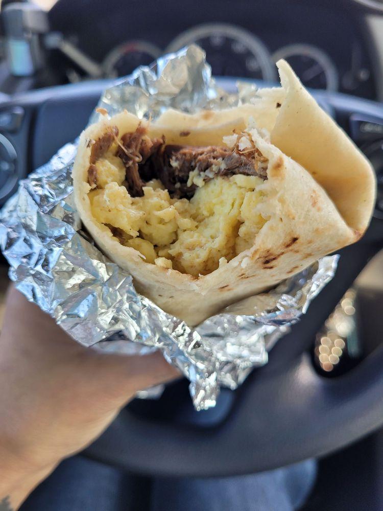 Daddios Burrito Express: 202 S 2nd St, Lamesa, TX