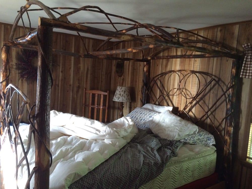 A White Rose Bed & Breakfast: 105 Reid St, Fort Plain, NY
