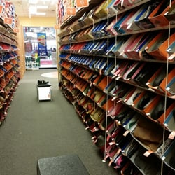 Meadow Glen Mall Shoe Stores