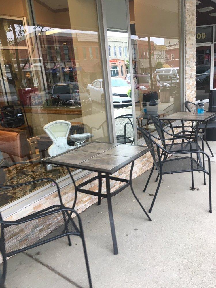 Main Street Cafe: 205 N Clinton Ave, St. Johns, MI