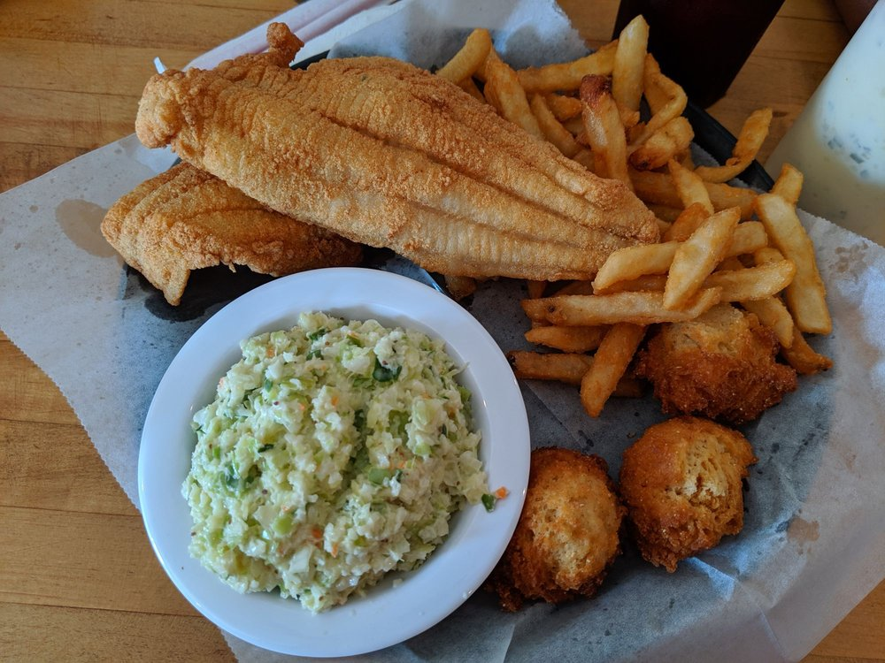 Columbia Crossing Restaurant: 306 Scuppernong Dr, Columbia, NC