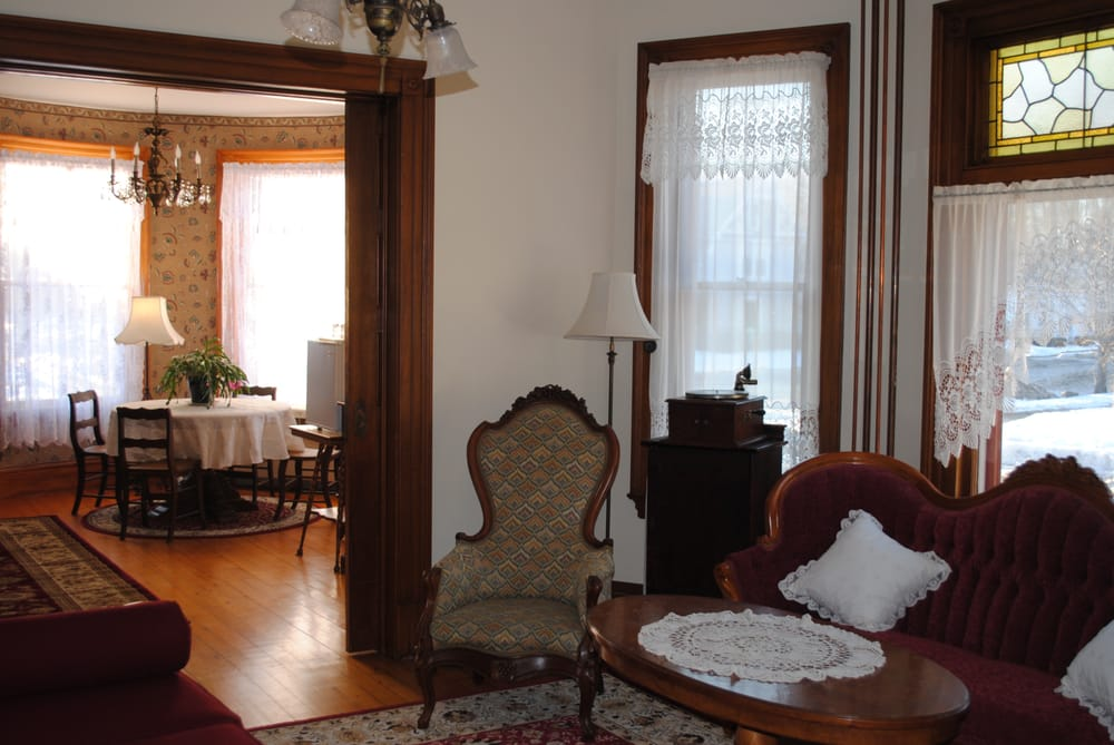 The Lawrence House Bed & Breakfast: 48 North St, Bristol, VT