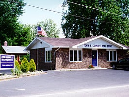 Coldwell Banker Anchor Real Estate: 4891 Wil O Paw Dr, Coloma, MI