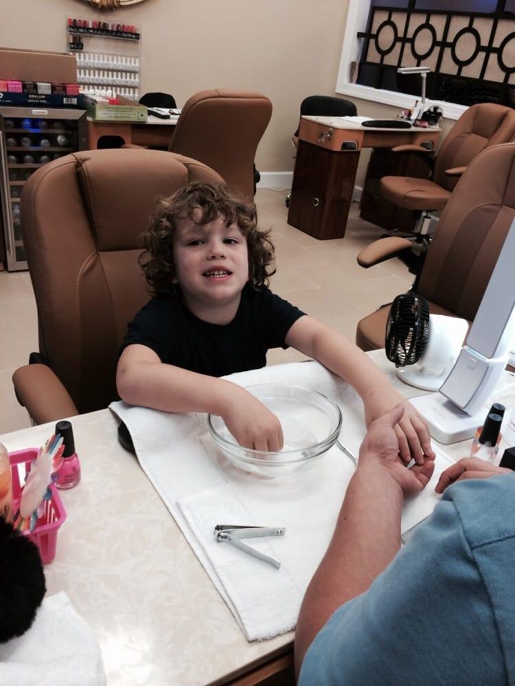 VQ Nails Spa: 1013 Dranesville Rd, Herndon, VA