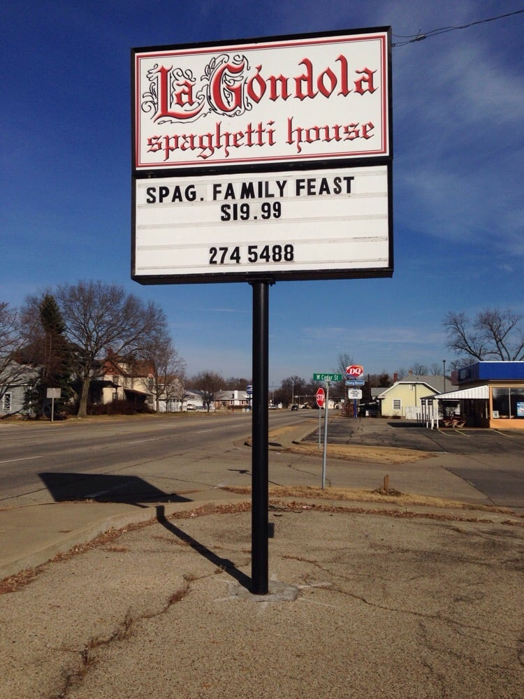 LaGondola Spaghetti House: 1122 N 4th St, Chillicothe, IL
