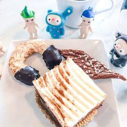 Photo de Boulangerie Waxholm , Vaxholm, Suède. horrible sugar overload  carrot cake, april
