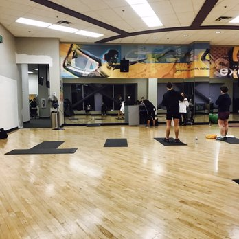 What facilities does LA Fitness offer?