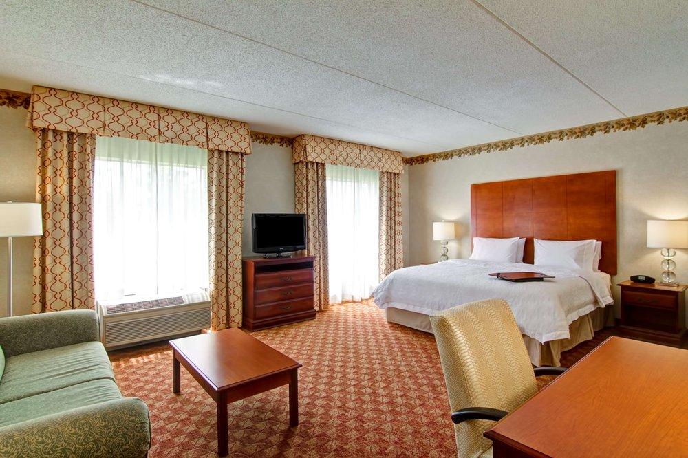 Hampton Inn & Suites Leesburg: 117 Fort Evans Rd NE, Leesburg, VA