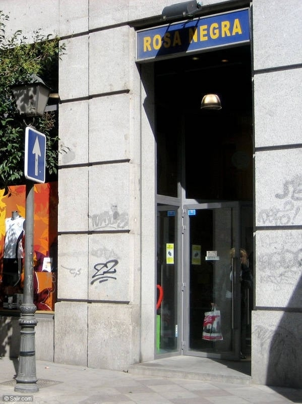 Calle montera cadeauwinkels montera c sol madrid for Calle sol madrid