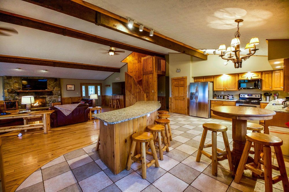 Chalets in Hocking Hills: 18905 State Route 664 S, Logan, OH